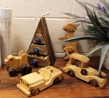 Haldu Wood Retro Ornaments